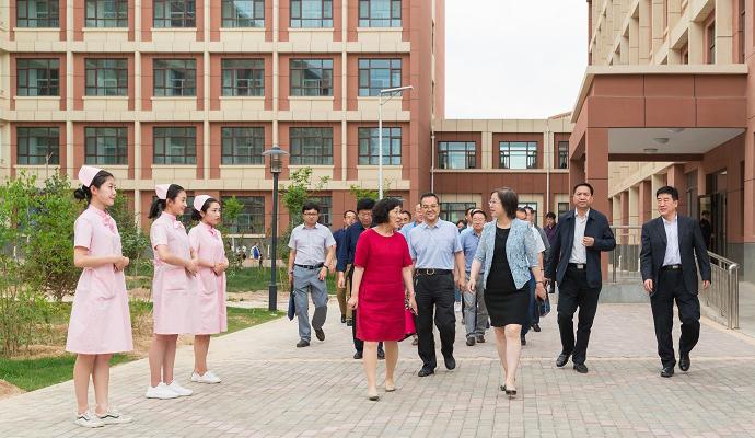 王海燕厅长一行来我院宣布职教园区三所院校主要负责人任职并调研指导工作